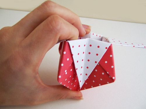 Caixinha de origami em papel para dar como lembrancinha