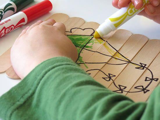 Pintando artesanato infantil