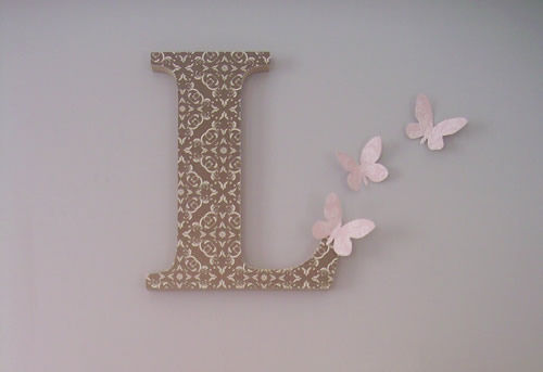 Como decorar o quarto com peça de madeira e papel