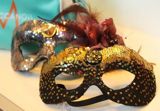 Máscara de carnaval com lantejoulas