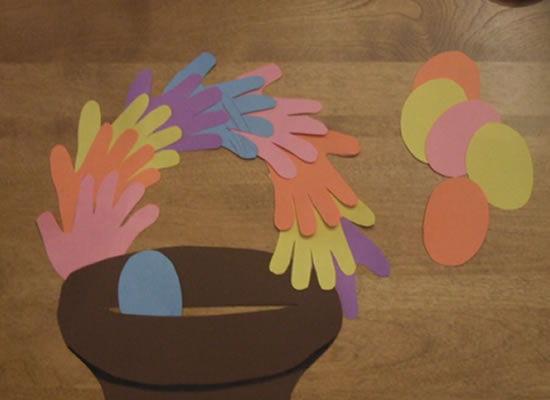 Cestinha de ovos de Páscoa com cartolina passo a passo