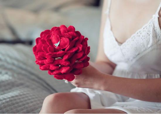 Bouquet de casamento com corações de feltro