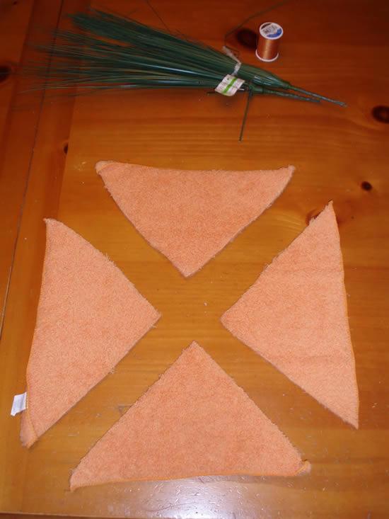 Cortando a toalhinha de rosto laranja para fazer o artesanato