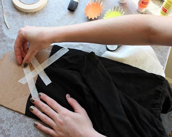 Colando fitas adesivas