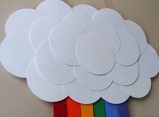 Arco-íris de artesanato feito com papel e feltro