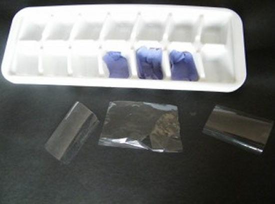 Colocando o papel azul e o celofane