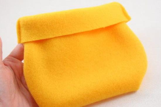Pote amarelo de feltro para fazer artesanato