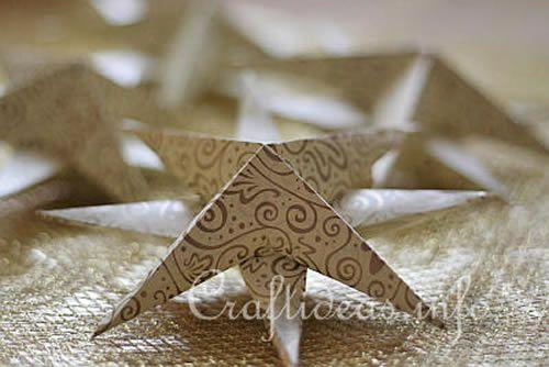 Linda estrela feita de papel com a técnica de origami