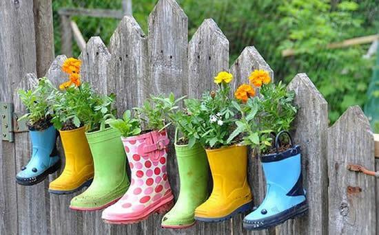 Botas recicladas para fazer vasos de plantinhas