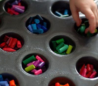 Artesanato colorido com gizes de cera