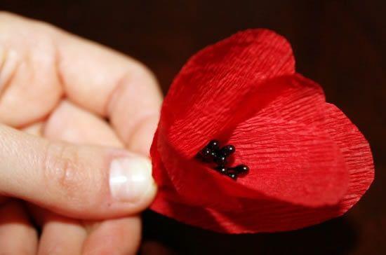 Como fazer uma flor de papel em casa