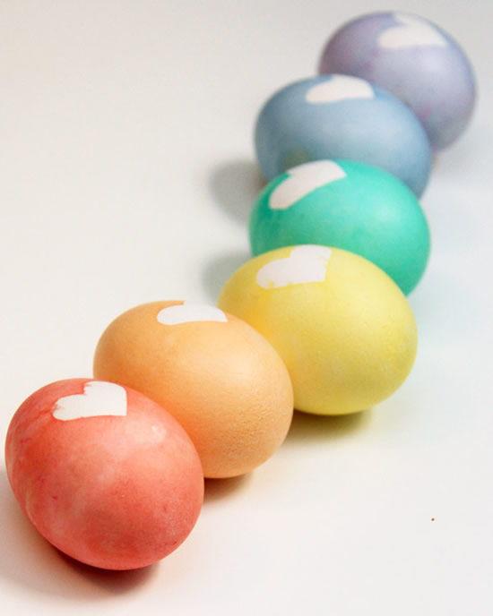 Passo a passo para colorir ovos para a Páscoa