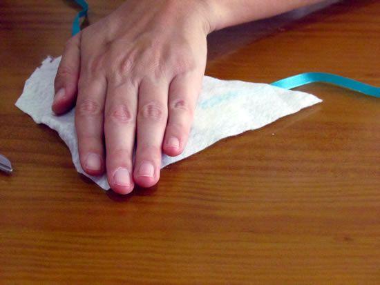 Colocando a base de feltro no maxi colar
