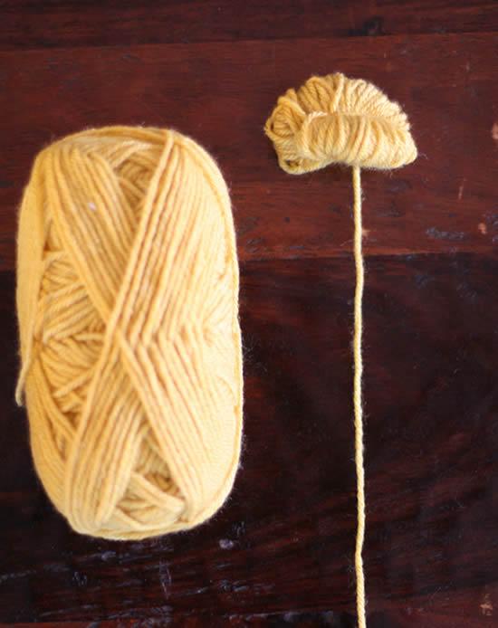 Como fazer pompom colorido com novelo de lã