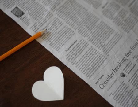 Molde de coração para fazer a decoração com jornal