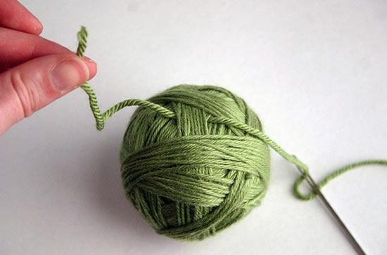 Como decorar a bola de isopor com fio de lã