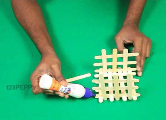 Artesanato reciclado com palitos de picolé