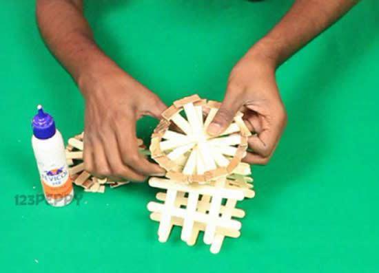 Carroça artesanal com palitos de picolé