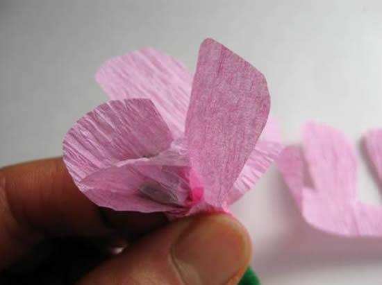 Passo a passo de flor de papel crepom