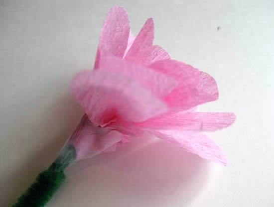Como fazer uma linda flor com papel crepom