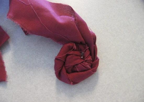 Como criar flores de tecido