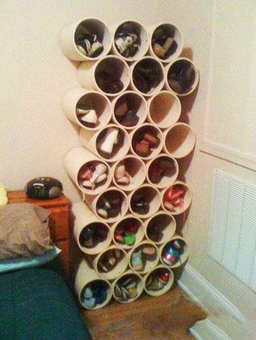Móvel para guardar sapatos feito com tubos de PVC