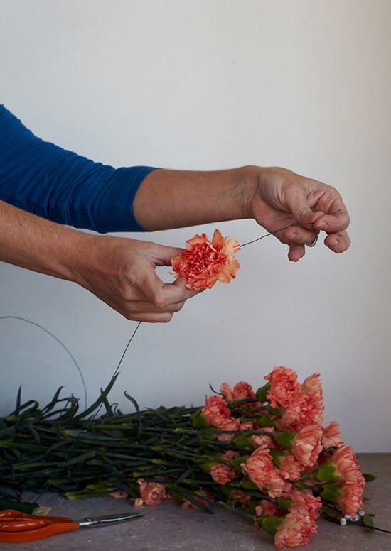 Colocando o arame na flor natural