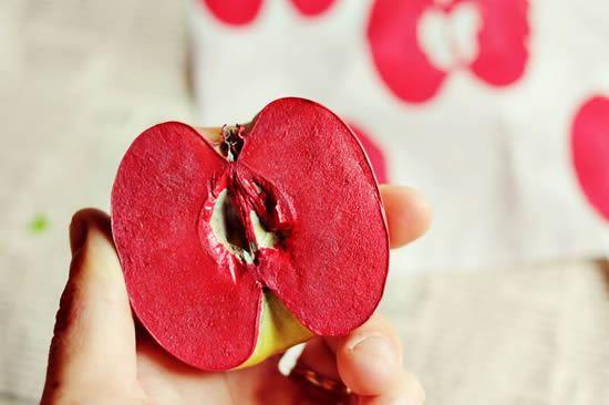 Decorando a sacola retornável com maçã