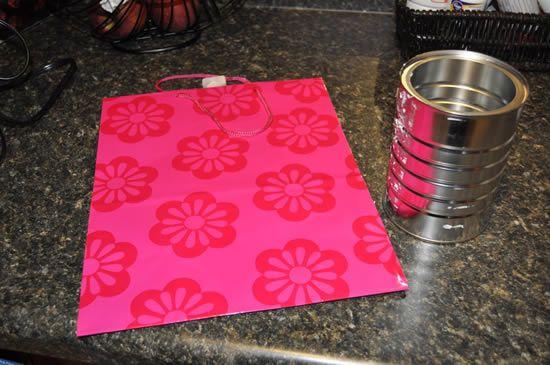 Materiais para fazer a lata decorada