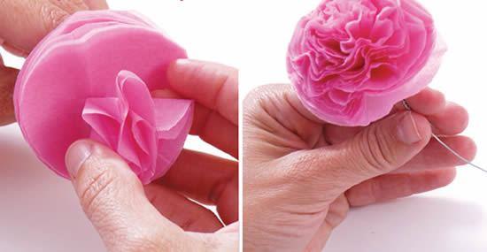 Criando as rosas com papel de seda