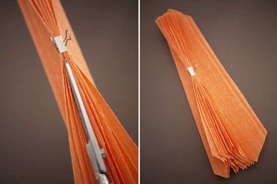 Fazendo o corte no papel crepom