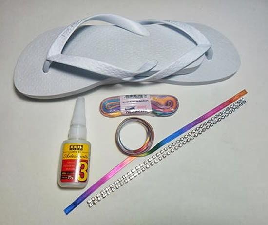 Materiais para fazer a sandália decorada