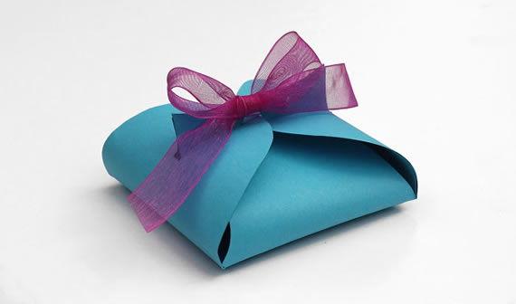 Caixa de presente com papel cartão