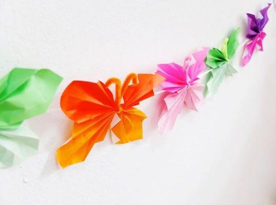 Guirlanda de borboletas de papel coloridas