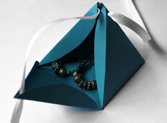 Linda caixinha de presente artesanal