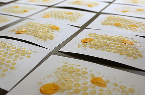 Cartões artesanais coloridos de abelhinhas