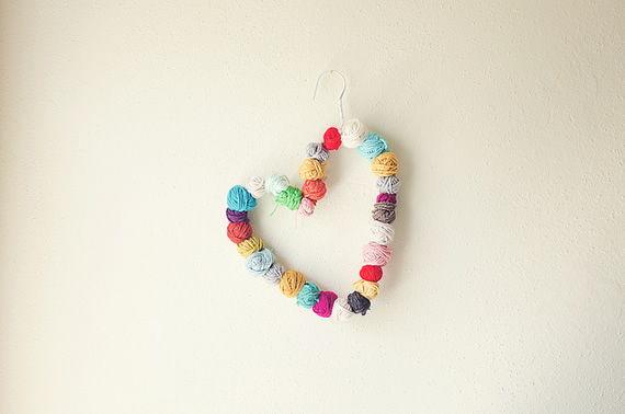 Decoração com bolas de lã passo a passo
