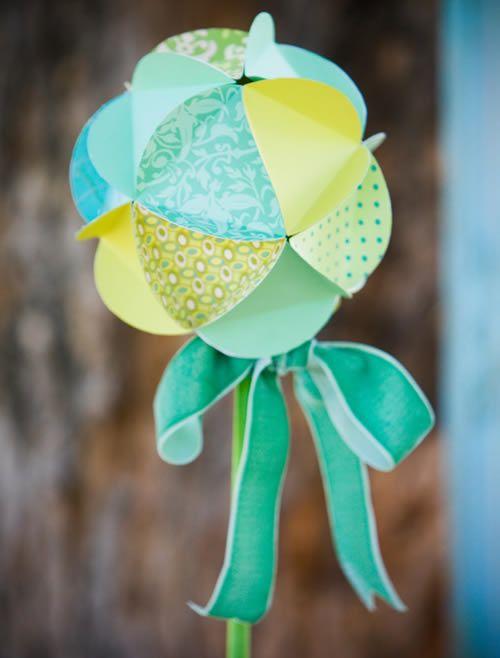Como fazer bolas de papel para festa