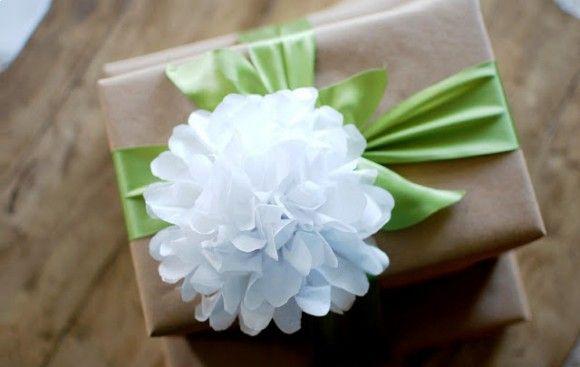 Decoração com bola de papel de seda