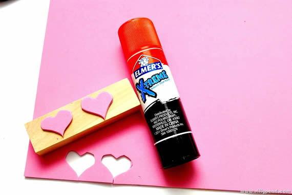 Utilizado cola spray para criar o artesanato