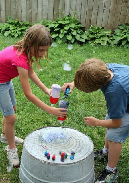 Como fazer uma brincadeira de bola de sabão divertida