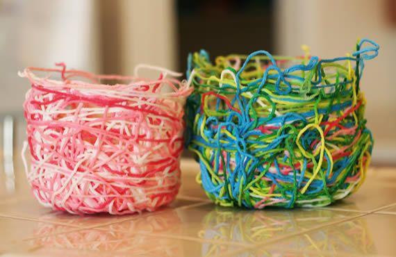 Potinhos feitos com fios de lã passo a passo