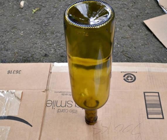 Garrafa reciclada para criar jarrinho
