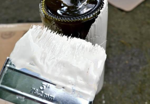 Pintando garrafinha para reciclar e criar jarrinhos lindos