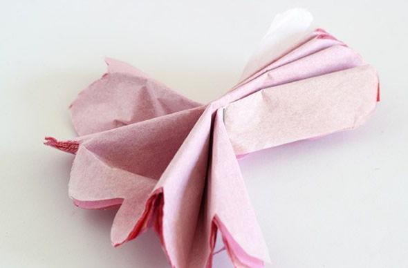 Abrindo a flor de papel seda
