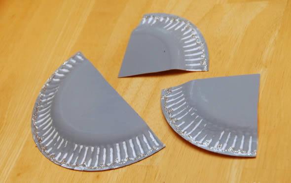 Partes dos pratinhos de plástico para fazer o artesanato