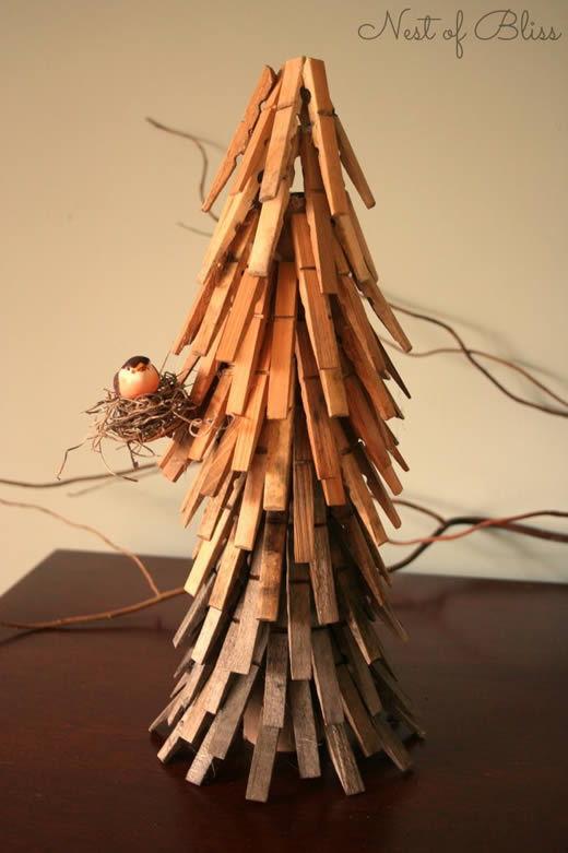 Decoração natalina com reciclagem de pregadores