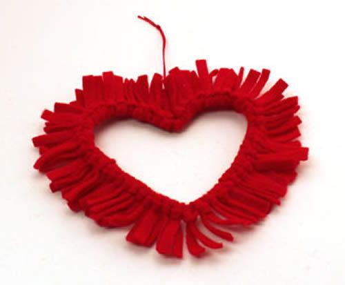 Limpador de cachimbo em forma de coração e decorado com feltro