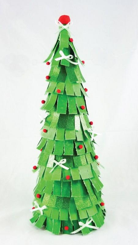 Decoração de Natal passo a passo com cone de isopor e papel colorido