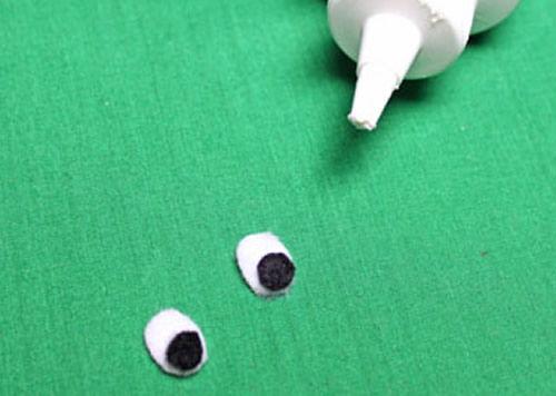 Fazendo os olhinhos de feltro